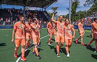 AMSTELVEEN -  Billy Bakker (Ned) met Jeroen Hertzberger (Ned) , Sander de Wijn (Ned) , Seve van Ass (Ned)  vieren de overwinning en de eerste plaats tijdens de finale van het EK Hockey tussen Duitsland en Nederland in het Wagener Stadion op 12 juni 2021 in Amstelveen. COPYRIGHT KOEN SUYK