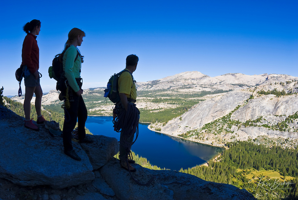 Climbers on the Northwest Buttress of Tenaya Peak, Tuolumne Meadows area, Yosemite National Park, California