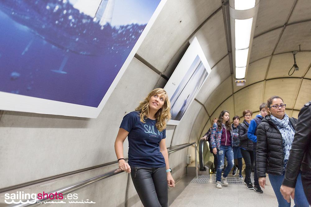 María Muiña durante la presentación de la exposición fotográfica de su archivo SailingShots en el Metro de Bilbao con motivo del SAIL IN Festival. Un reconocimiento a su trayectoria fotográfica profesional en el mundo de la vela.