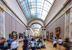 THEMENBILD - Innenansicht des Louvre Museums mit seiner Architektur und Besuchern, aufgenommen am 09. Juni 2016 in Paris, Frankreich // Interior view of the Louvre Museum with its architecture and visitors, Paris, France on 2016/06/09. EXPA Pictures © 2017, PhotoCredit: EXPA/ JFK