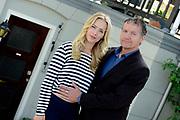Persbijeenkomst tweede seizoen Dokter Tinus in Woudrichem dat figureert als standplaats voor de serie.<br /> <br /> Op 3 september start de nieuwe serie van Dokter Tinus bij SBS 6<br /> <br /> Op de foto:  Thom Hoffman en Jennifer Hoffman