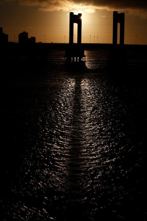 Juazeiro_BA, Brasil.<br /> <br /> Na foto, a ponte presidente Dutra, que liga Juazeiro (Ba) a petrolina (PE), por cima do Rio Sao Francisco.<br /> <br /> In the photo, the bridge Presidente Dutra, which connects Juazeiro (Ba) to Petrolina (PE) over the São Francisco River.<br /> <br /> Foto: LEO DRUMOND / NITRO