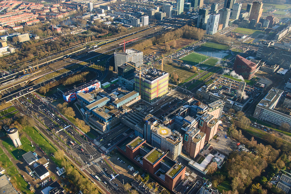 Nederland, Noord-Holland, Amsterdam, 11-12-2013; zicht op de Zuidas met Ziekenhuis Vrije Universiteit VUmc en VU mc Cancer Center. In de achtergrond de Zuidas rond Station Zuid-WTC, World Trade Centre (WTC).<br /> View of the Zuidas with University Hospital VUmc (Vrije Universiteit) and VU MC Cancer Center. In the background the financial center in the South of Amsterdam, with headquarters of former ABN AMRO. Amsterdam equivalent of 'the City',  financial district.<br /> luchtfoto (toeslag op standaard tarieven);<br /> aerial photo (additional fee required);<br /> copyright foto/photo Siebe Swart.