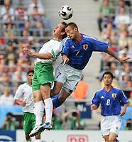 Fotball, 16. juni 2005, <br /> Conferderations Cup Japan - Mexico <br /> v.l. Gerardo TORRADO , Hidetoshi NAKATA Japan<br />  Norway only
