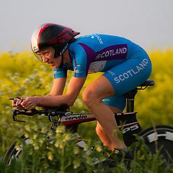 CYCLING 's-Heerenhoek: De eerste tijdrit voor vrouwen in het kader van de tijdritcompetitie werd verreden voorafgaand aan de omloop van Borsele. Anna Turvey