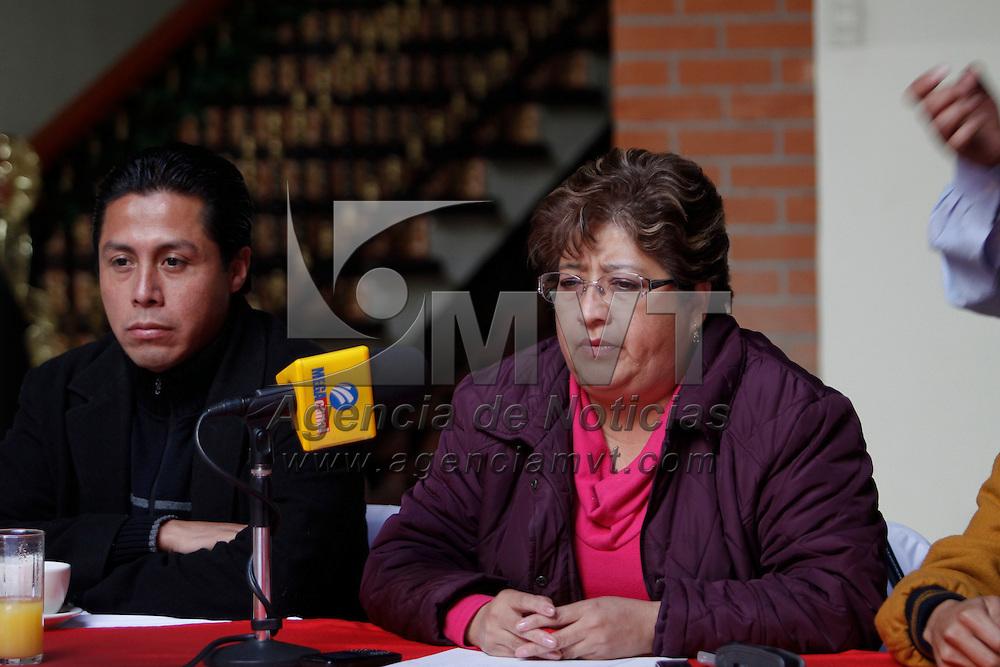 TOLUCA, México.- Rosalba Pineda Ramírez,  dirigente del Movimiento Antorchista en Chimalhuacán,  anunció que el próximo 6 de diciembre más de 20 mil antorchistas marcharán a la secretaría de Gobernación y harán un plantón para exigir al gobierno federal cumpla sus compromisos. Agencia MVT / Crisanta Espinosa. (DIGITAL)
