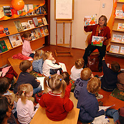 Schrijfster jet Boeke signeert Dikkie Dik boeken Bussum