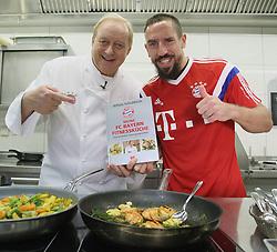 15.10.2014, Schuhbecks, München, GER, 1. FBL, Alfons Schuhbeck entuellt sein FC Bayern Kochbuch, im Bild Alfons Schuhbeck (L) und FC Bayern Spieler Franck Ribery // unveil a new FC Bayern Munich Cookbook at the Schuhbecks in München, Germany on 2014/10/15. EXPA Pictures © 2014, PhotoCredit: EXPA/ Eibner-Pressefoto/ FCB/Getty Pool<br /> <br /> *****ATTENTION - OUT of GER*****