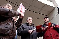 18 JAN 2002, BERLIN/GERMANY:<br /> Dietrich Neugebauer, Rainer M. Schubert und Ralf Drescher, (v.L.n.R.) SPD Mitglieder aus Berlin zerschneiden aus Protest gegen die SPD/PDS Koalition im Berliner Abgeordnetenhaus ihre Parteibuecher vor dem Willy-Brandt-Haus<br /> IMAGE: 20020118-01-003<br /> KEYWORDS: Sozialdemokraten, Parteibuch, Parteimitglied, Parteimitglieder, Demonstration