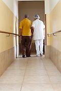 Belo Horizonte_MG, Brasil...Idoso e Cuidador no Lar dos Idosos Clotilde Martins em Belo Horizonte, Minas Gerais...Elderly man and Caregivers in the Home for the Elderly Clotilde Martins in Belo Horizonte, Minas Gerais...Foto: LEO DRUMOND / NITRO