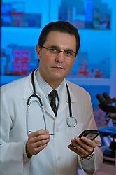 O médico José Ricardo Guimarães, que adora a tecnologia cirurgião oncológico e do aparelho digestivo do Hospital das Clínicas de Porto Alegre. FOTO: Jefferson Bernardes/Preview.com