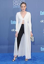 Carly Chaikin  bei der Verleihung der 22. Critics' Choice Awards in Los Angeles / 111216