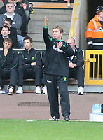 Photo: Mark Stephenson.<br /> Wolverhampton Wanderers v Norwich City. Coca Cola Championship. 22/09/2007.Norwivh's manager Peter Grant