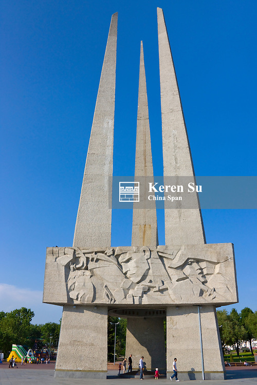 Memorial in hornor of soldiers, guerillas and memebers of the underground activity in Vicotry Square, Vitebsk, Belarus
