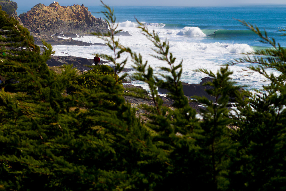 For the first time ever, Chile will host the surf contest 'Volcom Pelluhue Nutcracker', where the best national riders will compete in the wave 'La Gotera' known in Chilean Surf circles as the 'bone breaker', considered as one of the most complex and extreme in the country
