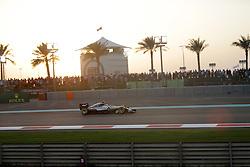 Rennen des Grand Prix von Abu Dhabi auf dem Yas Marina Circuit / 271116<br /> <br /> ***Abu Dhabi Formula One Grand Prix on November 27th, 2016 in Abu Dhabi, United Arab Emirates - Racing Day *** 2016 FORMULA 1 ETIHAD AIRWAYS ABU DHABI GRAND PRIX,  24.11. - 27.11.2016 <br /> Lewis Hamilton (GB#44), Mercedes AMG Petronas Formula One Team