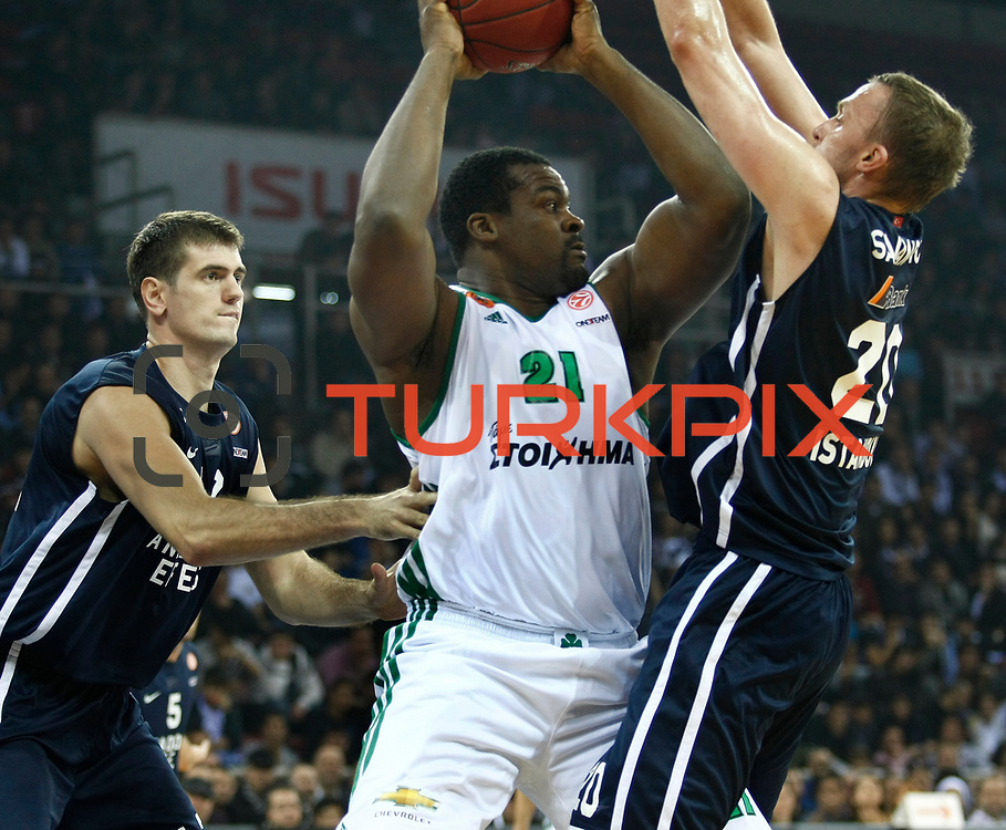 Panathinaikos Athens's Sofoklis Schortsanitis (C) during their Turkish Airlines Euroleague Beskatball Top 16 Game 2 Anadolu Efes between Panathinaikos Athens at Abdi Ipekci Arena in Istanbul Turkey on Thursday 03 January 2013. Photo by Aykut AKICI/TURKPIX
