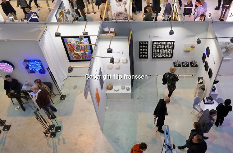Nederland, Amsterdam, 4-11-2018 AAF, The Affordable Art Fair in de kromhouthal . Dit is een kunstbeurs voor betaalbare moderne kunst. Foto: Flip Franssen