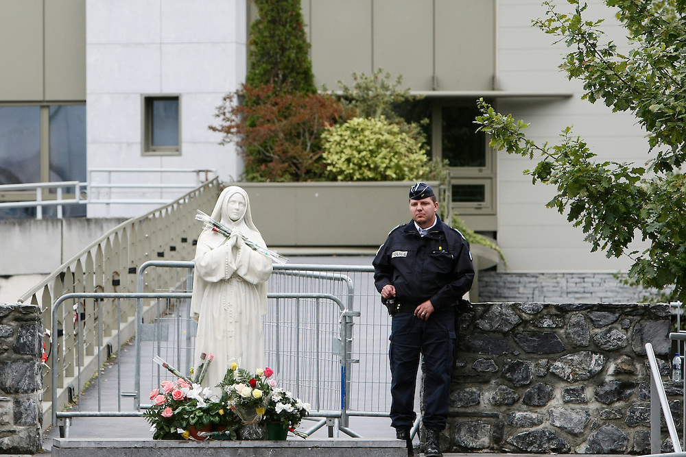 France - Lourdes - 13 September 2008 - Police agents as well as the security services were very present during the visit of the Pope Benedict XVI  Saturday, Sept. 14, 2008. The pope visit the Lourdes shrine reputed for its healing powers. His four-day trip to Paris and Lourdes was his first to France since his election as pontiff in 2005. © Patrick Mascart.. ..----..cf: Religion / faith / belief / catholic / Christianity / piligrimage / place of pilgrimage / Jesus-Christ /