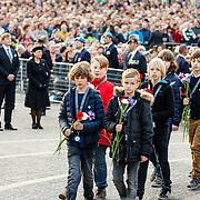 NLD/Amsterdam/20160504 - Nationale Dodenherdenking 2016 Dam Amsterdam, schoolkinderen