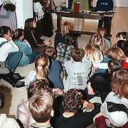 2 Scholieren geven een spreekbeurt in het huizer Klederdrachtmuseum Huizen