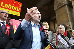 © Licensed to London News Pictures. 08/05/2017. Leamington Spa UK. Labour leader Jeremy Corbyn is in Worcester today campaigning outside Leamington Spa town hall. Photo credit: Andrew McCaren/LNP