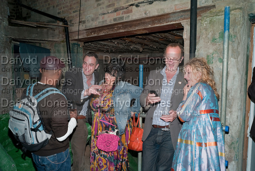 LES CHILD; ? SUE TILLEY; JOHNNIE SHAND-KYDD;  ISABELLE BANNERMAN; ,  Early launch of Rupert's. Robin Birley  new premises in Shepherd Market. 6 Hertford St. London. 10 June 2010. .-DO NOT ARCHIVE-© Copyright Photograph by Dafydd Jones. 248 Clapham Rd. London SW9 0PZ. Tel 0207 820 0771. www.dafjones.com.