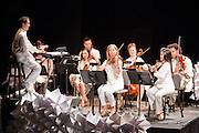 The Metropolitan Ensemble, Andrew Cyr, conductor.