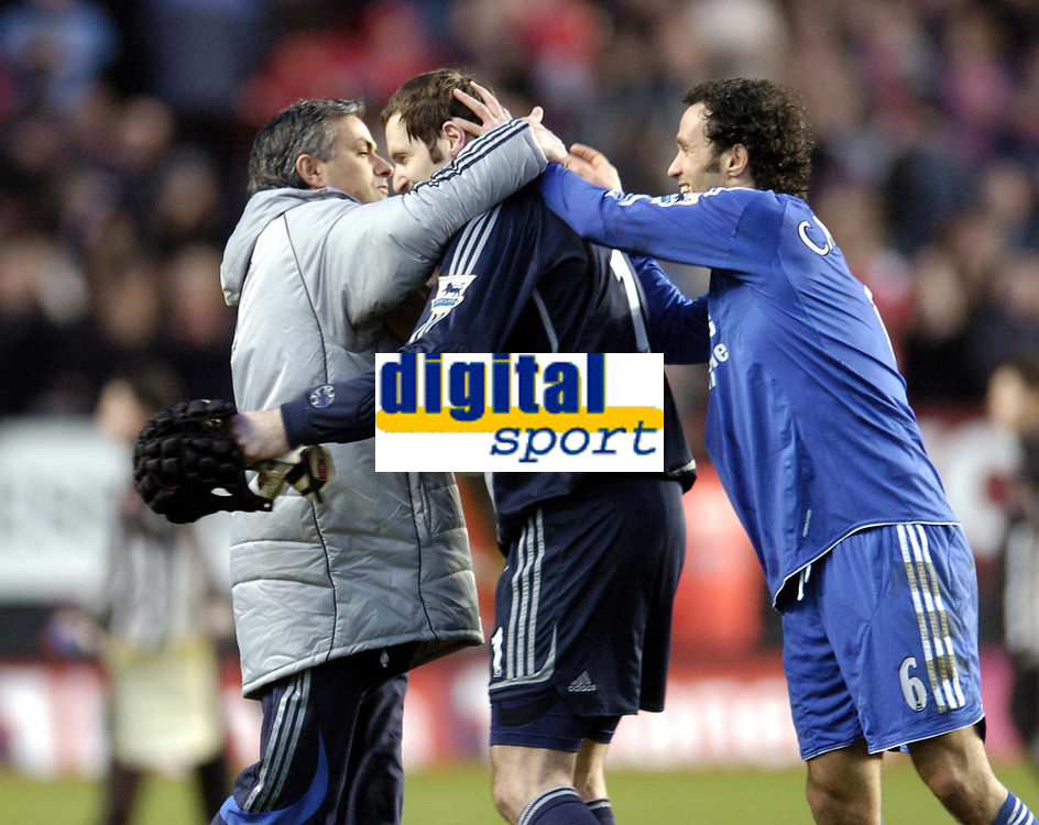 Photo: Olly Greenwood.<br />Charlton v Chelsea. The Barclays Premiership. 03/02/2007. Chelsea manager Jose Mourinho celebrates with Petr Cech and Ricardo Carvalho at the end of the game