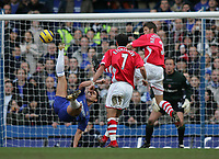Photo: Lee Earle.<br /> Chelsea v Charlton Athletic. The Barclays Premiership. 22/01/2006. Chelsea's Frank Lampard (L) tries an overhead kick at goal.