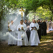 Procession of monks within the fence to celebrate the ascent on 06-05-2016<br /> Procession des moines au sein de la clôture pour célébrer l'ascension le 06-05-2016