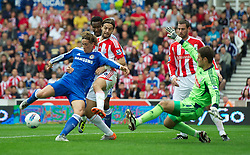 14.08.2011, Britannia Stadium, Stoke, ENG, PL, Stoke City FC vs Chelsea FC, im Bild Chelsea's Fernando Torres misses an easy chance to socre against Stoke City during the Premiership match at the Britannia Stadium, EXPA Pictures © 2011, PhotoCredit: EXPA/ Propaganda/ D. Rawcliffe *** ATTENTION *** UK OUT!