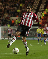 Fotball<br /> Foto: SBI/Digitalsport<br /> NORWAY ONLY<br /> 27.10.2004<br /> Carling Cup 3 runde<br /> <br /> Southampton v Colchester United <br /> <br /> Claus Lundekvam controls the ball.