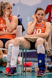 01-10-2017 AZE: Final CEV European Volleyball Nederland - Servie, Baku<br /> Nederland verliest opnieuw de finale op een EK. Servië was met 3-1 te sterk / Marrit Jasper #18 of Netherlands, Lonneke Sloetjes #10 of Netherlands