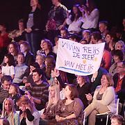 NLD/Hilversum/20110311 - Sterren Dansen op het IJs show 7, Fan's van Vivian Reijs