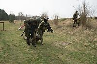 """03 APR 2012, LEHNIN/GERMANY:<br /> Soldaten bergen eine """"verletzten"""" Kameraden, Kampfschwimmer der Bundeswehr trainieren """"an Land"""" infanteristische Kampf, hier Haeuserkampf- und Geiselbefreiungsszenarien auf einem Truppenuebungsplatz<br /> IMAGE: 20120403-01-150<br /> KEYWORDS: Marine, Bundesmarine, Soldat, Soldaten, Armee, Streitkraefte, Spezialkraefte, Spezialkräfte, Kommandoeinsatz, Übung, Uebung, Training, Spezialisierten Einsatzkraeften Marine, Waffentaucher"""
