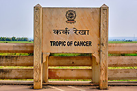 Inde, état du Madhya Pradesh, emplacement du parallèle du Tropic du Cancer // India, Madhya Pradesh state, location of the Tropic of Cancer parallel