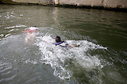Paris, France. 7 Mai 2009..Brigade Fluviale de Paris..16h21 Sauvetage d'une femme suite a une tentative de suicide..Paris, France. May 7th 2009..Paris fluvial squad..4:21pm Salvage of a woman following a suicide..