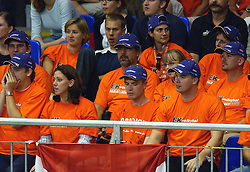 11-09-2003 VOLLEYBAL: EUROPEES KAMPIOENSCHAP: BULGARIJE - NEDERLAND: KARLSRUHR DUITSLAND<br /> Nederland -Bulgarije 0 -3 / Publiek oranje<br /> ©2003-Ronald Hoogendoorn