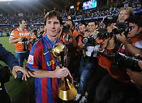 Fotball , 19. desember 2009 , klubb-VM<br /> Ulmer Football International FIFA Club World Cup UAE 2009 19 12 2009 Final Estudiantes de La Plata  FC Barcelona Winner Barca Lionel Messi with Cup <br /> <br /> Norway only