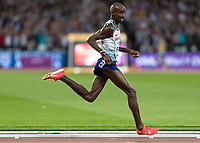 Athletics - 2017 IAAF London World Athletics Championships - Day One<br /> <br /> Event: Men's 10000 Metre Final<br /> <br /> Mo Farah (GBR) breaks away down the home straight <br /> <br /> COLORSPORT/DANIEL BEARHAM