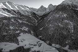 THEMENBILD - Übersicht auf das Schneebedeckt Lesachalmtal mit den Gipfeln der Schobergruppe, Schönleitenspitz, Glödis, Ganot. Kals, Österreich am Freitag, 11. Dezember 2020 // Overview of the snow-covered Lesachalm valley with the peaks of the Schobergruppe, Schönleitenspitz, Glödis, Ganot. Kals, Austria on Friday, December 11, 2020, Austria. EXPA Pictures © 2020, PhotoCredit: EXPA/ Johann Groder