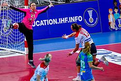 02-12-2019 JAP: Slovenia - Norway, Kumamoto<br /> Second day 24th IHF Womenís Handball World Championship, Slovenia lost the second match against Norway with 20 - 36. / Amra Pandzic #21 of Slovenia, Kari Skaar Brattset #13 of Norway