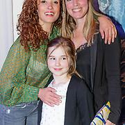 NLD/Den Haag/20190305 - Inloop premiere Art, Katja Schuurman en Nienke Romer en dochter Rosa