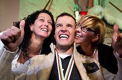09.02.2011, Tirol Berg, Garmisch Partenkirchen, GER, FIS Alpin Ski WM 2011, GAP, Herren Super G, Sieger im Tirol Berg, im Bild Weltmeister Christof Innerhofer (ITA) wird von 2 jungen Damen beglückwünscht // Gold Medal and World Champion Christof Innerhofer (ITA) during Men Super G, Fis Alpine Ski World Championships in Garmisch Partenkirchen, Germany on 9/2/2011. EXPA Pictures © 2011, PhotoCredit: EXPA/ J. Groder