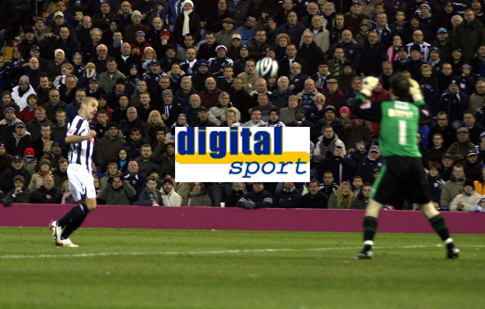 Photo: Mark Stephenson/Sportsbeat Images.<br /> West Bromwich Albion v Scunthorpe United. Coca Cola Championship. 29/12/2007.West Brom's Kevin Phillips chipe the keeper to score his secound