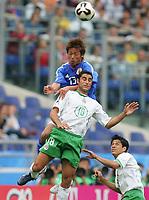 Fotball, 16. juni 2005, <br /> Conferderations Cup Japan - Mexico <br /> v.l.Atsushi YANAGISAWA , Salvador CARMONA Mexico<br />  Norway only