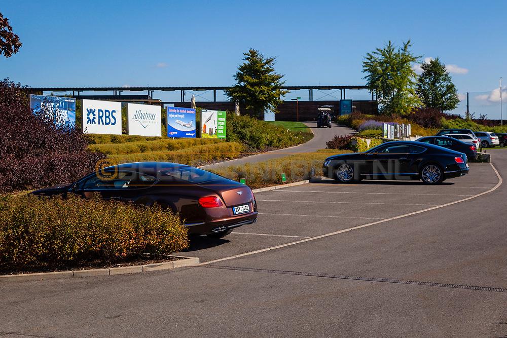 19-09-2015: Albatross Golfresort in Vysoky Ujezd, Tsjechië.<br /> Foto: Veel dure auto's op de parkeerplaats