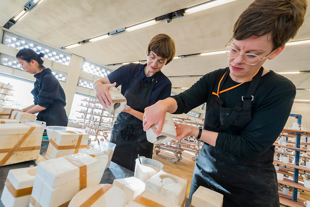 Clare Twomey (c) working with students in FACTORY: the seen and the unseen - an installation in the form of a ceramics factory, by artist Clare Twomey. It is set up in the Blavatnik Building of the Tate Modern and launches the second year of Tate Exchange which, over 2017 and 2018, will focus on the theme of production.