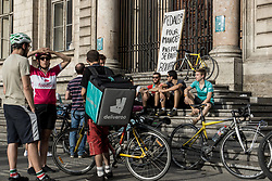 August 27, 2017 - Lyon, France - Demonstration of delivery driver of the Deliveroo company to request a better remuneration from the company to the biker in Lyon on August 27, 2017, France. (Credit Image: © Nicolas Liponne/NurPhoto via ZUMA Press)